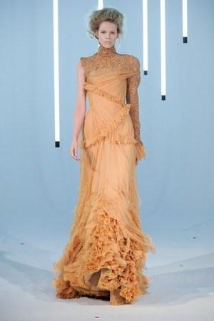 jan-taminau-fall-2011-hc-one-shoulder-gown-profile