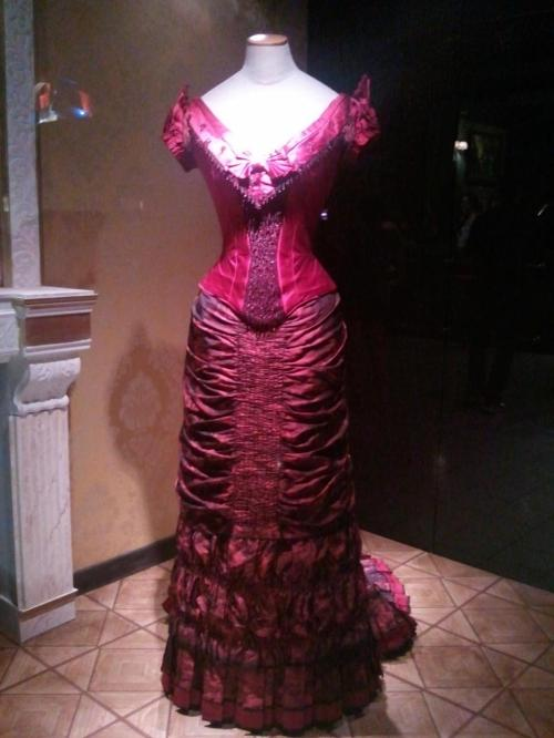 Set-costume-for-Michelle-Pfeiffer
