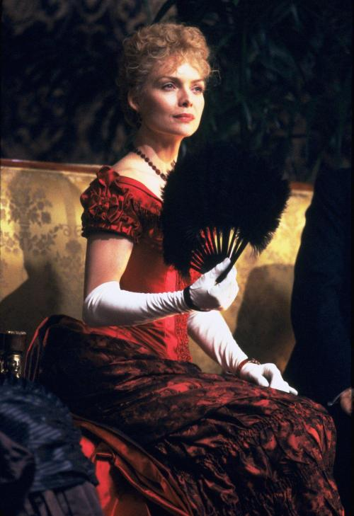 still-of-michelle-pfeiffer-in-the-age-of-innocence-(1993)-large-picture