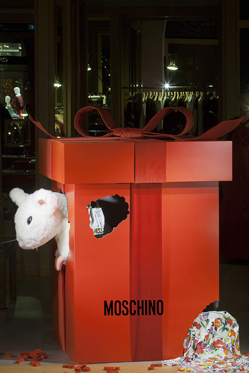 06-Moschino-Jingle-Bell-Rock-Boutique-Spiga-dicembre-2013-HRV-2