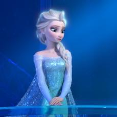 Elsa è la sfavillante Regina delle Nevi in Frozen (2013)