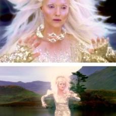 Miranda Richardson riluce nello specchio d'acqua come Signora del Lago in Merlin (2008-2012)