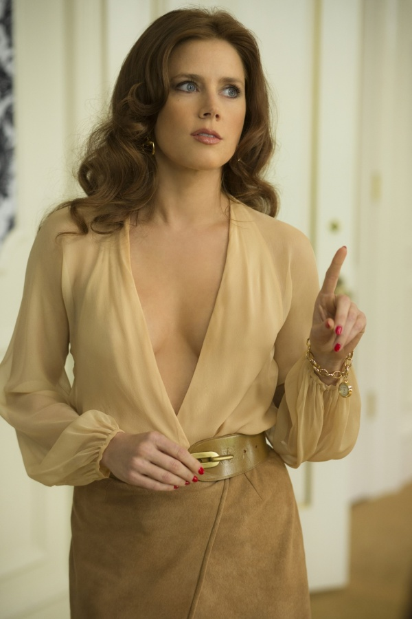 Amy-Adams-in-American-Hustle-2013-Movie-Image-2