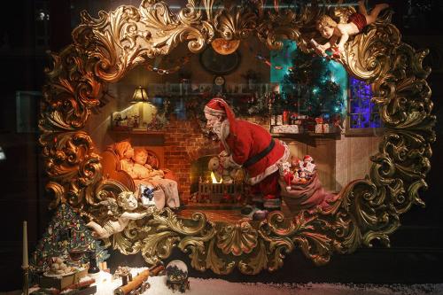Fortnum-Mason-Christmas-Window-Display-Yasemin-Richie-2-500x333