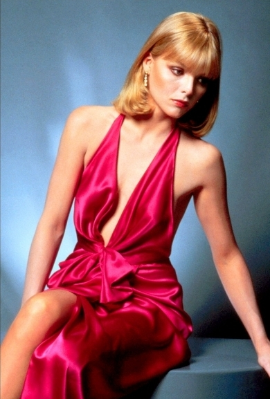 Michelle-Pfeiffer-in-Scarface-michelle-pfeiffer-11498884-390-577