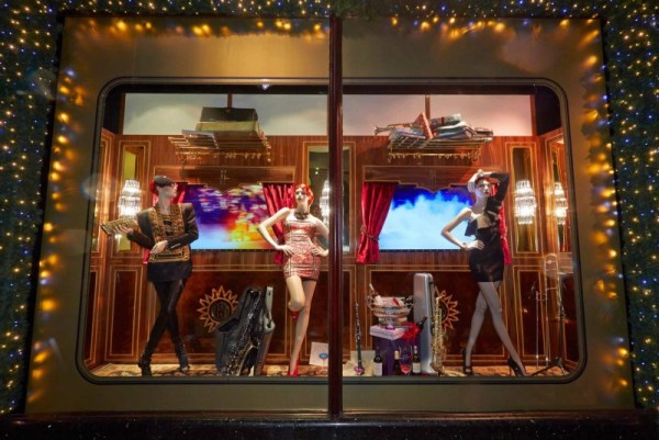 the-harrods-express-christmas-2013-at-londons-harrods-3