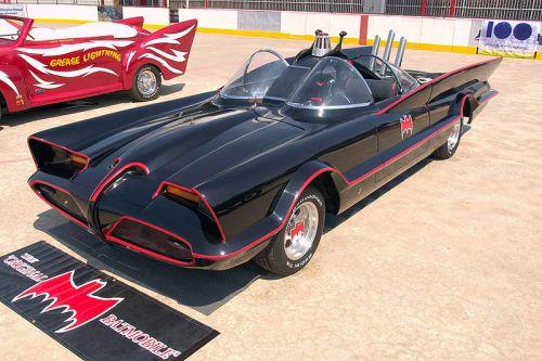 800px-1960s_Batmobile_(FMC)