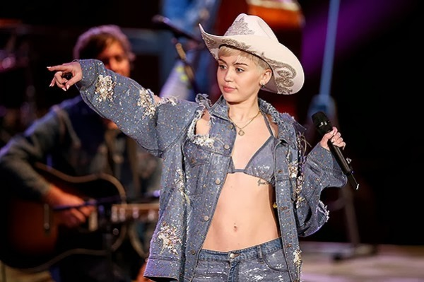 Miley Cyrus performed at the MTV Unplugged 2