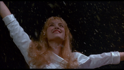 edward_scissorhands_kim_dancing_in_the_snow