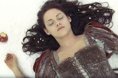 Kristen-Stewart-Snow-White-scene