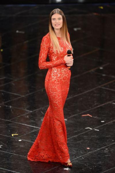 la-modella-bianca-balti-ha-indossato-dolce-e-gabbana-nella-serata-conclusiva-del-festival-di-sanremo-2013-ha-scelto-tre-outfit-con-pizzo-intero-questo-in-rosso-c3a8-il-mio-preferito.jpg w=639