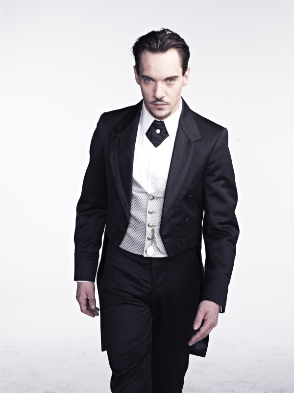 Jonathan-Rhys-Meyers-as-Dracula-dracula-nbc-35486336-1498-2000