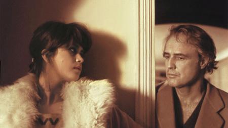 La viziosa mademoiselle che si toglie la pelliccia per lasciarsi imburrare da perverso Marlon Brando, bramoso cerimoniere erotico.