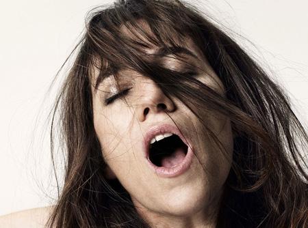 Charlotte Gainsbourg, musa-nuda del regista danese, sveste i panni della sex addict redenta, Joe, nel primo capitolo dell'epopea libertina del disturbante cineasta.