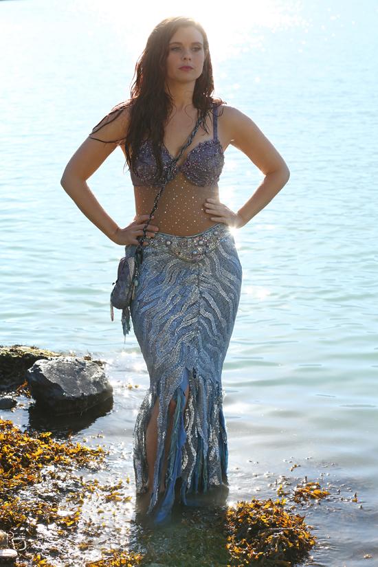 Ariel affiora dalle acque fatate di storybrooke ecco le for Le porno dive