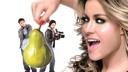 Carmen Electra è la prorompente attrice erotica, Candy Fiveways, su cui sbavano gli studentelli universitari in I Want Candy (2007)