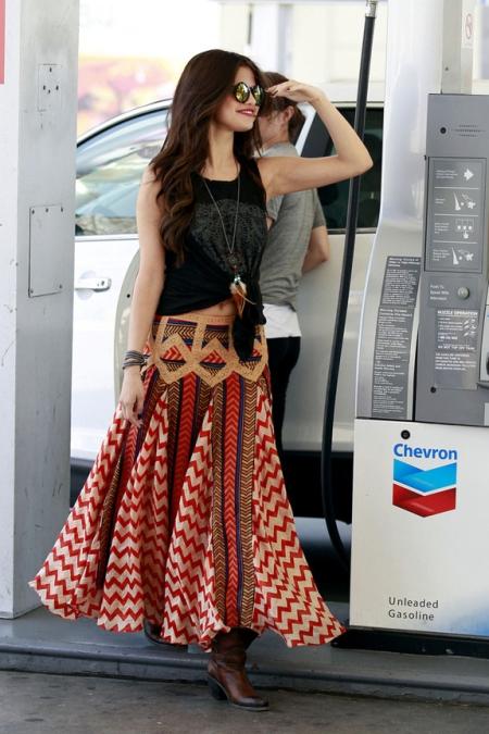 Selena-Gomez-Free-People-Sunglasses-and-Maracana-Skirt