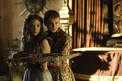 I riflettori si sposteranno dalle Nozze Rosse al matrimonio con banchetto-carneficina del terribile Joffrey Baratheon che si unirà all'adorata promessa sposa-doppiogiochista Margaery che, forse, darà al giovane sovrano-torturatore ciò che si merita.