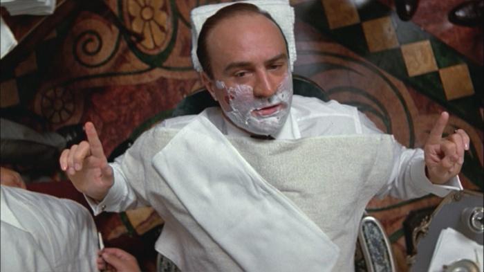 """Robert De Niro è Al Capone ne Gli Intoccabili (1987) che accusa chi l'ha incastrato di essere """"solo chiacchiere e distintivo"""""""