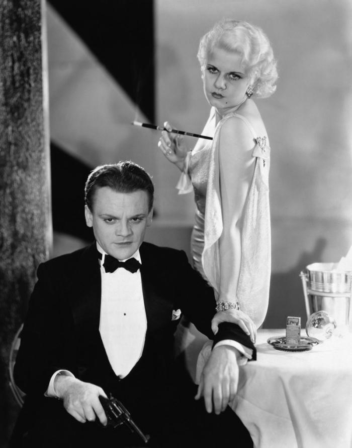 James Cagney è il Nemico Pubblico (1931) braccato dalla polizia con femme fatale al seguito.