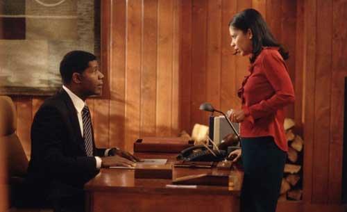 L'odiosa consorte manipolatrice di David Palmer (Dennis Haysbert): primo Presidente afroamericano che varcò lo Studio Ovale quando ancora Obama era un illustre sconosciuto.