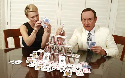 Acume e charme da vendere, è l'affiatata moglie del democratico Kevin Spacey alias Frank Underwood che alimenterà la sua bramosia di vendetta contro il 45º Presidente degli Stati Uniti che è venuto meno alla promessa fatta al marito: quella di affidargli l'incarico di Segretario di Stato.
