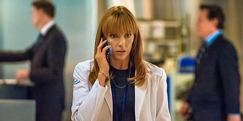 Toni Collette in Hostages (2013-) è Ellen Sanders