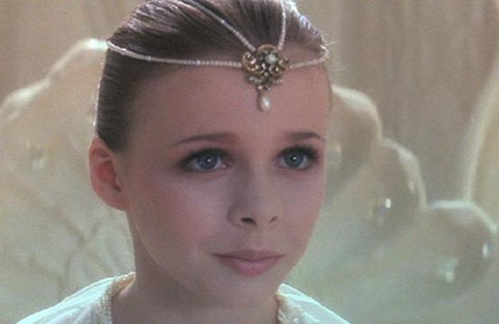 l'Imperatrice bambina è una coreografa provetta e il burbero bibliotecario riposa in pace nel regno di l'Auryn…
