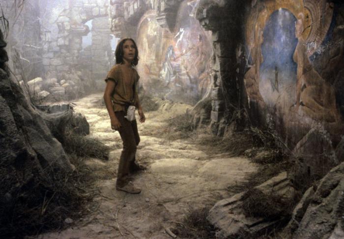 Noah Hathaway è Atreyu: il coraggioso guerriero adolescente della tribù dei Pelleverde, reclutato per sconfiggere il Nulla dell'Imperatrice Bambina che le offre la sua protezione donandogli Auryn: il potente amuleto che la simboleggia.