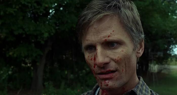 Viggo Mortensen è Tom Stall alias Joey Cusack in A History of Violence (2005): Il tranquillo ristoratore che cela un passato da feroce criminale rinchiuso in un armadio che brulica di scheletri.