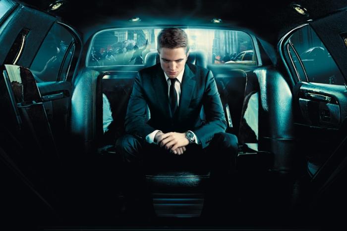 Robert Pattinson è Eric Packer in Cosmopolis (2012): L'avvenente businessman che, a bordo della lussuosa limousine, placa lo stress collezionando orgasmi che salgono a bordo in tacco 12.