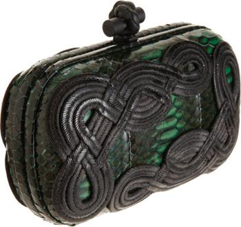 Bottega Veneta Knot Snakeskin Passamaneria Clutch in Green € 1.800