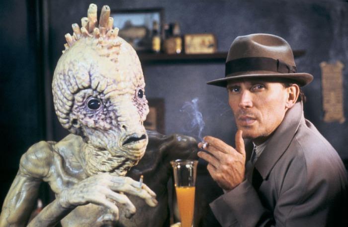 Peter Weller è Bill Lee ne Il Pasto Nudo (1991): Il disinfestatore di scarafaggi che sniffa insetticida inghiottito in un trip di parassiti-umanoidi.