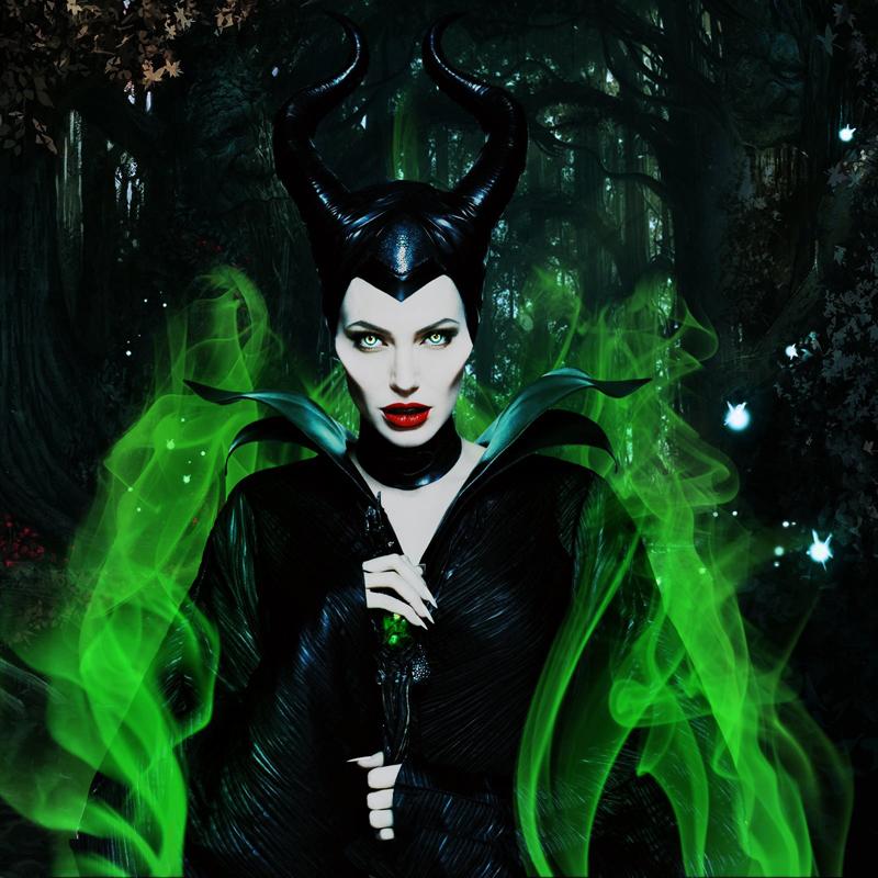 Angelina Jolie riabbraccia il lato oscuro sfoderando le corna acuminate di Maleficent (da mercoledì 28 al cinema)…