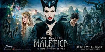 Il look gotico che fa diventare verde d'invidia la malefica Jolie
