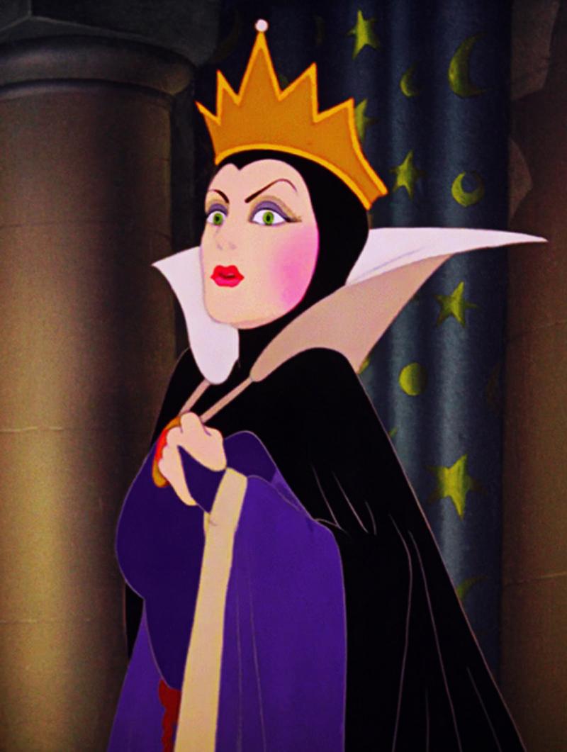 In Come d'incanto (2007), l'attrice reinterpeta la Regina Cattiva nel capolavoro del 1937