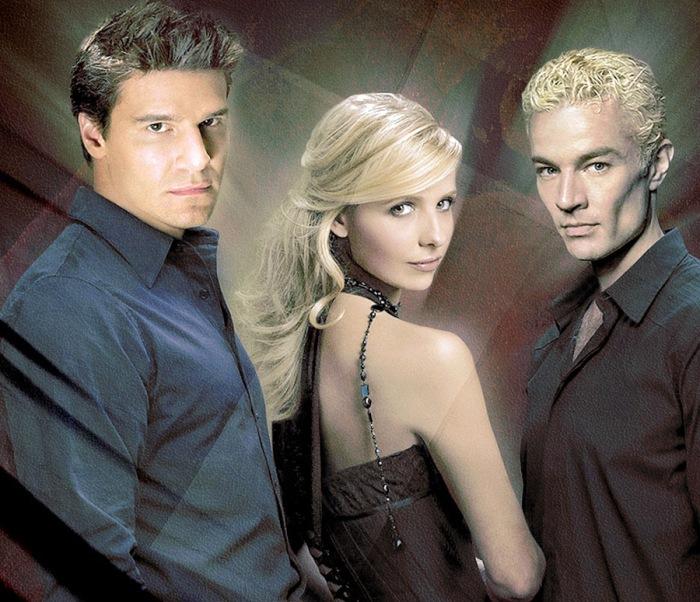 Angel, Buffy, Spike in Buffy l'ammazzavampiri (1997-2003): Il succhia-sangue redento che ama la cacciatrice di vampiri fiutata dall'eccitante nemico giurato dai canini affilati, divorato dal desidero per l'odiata teenager.