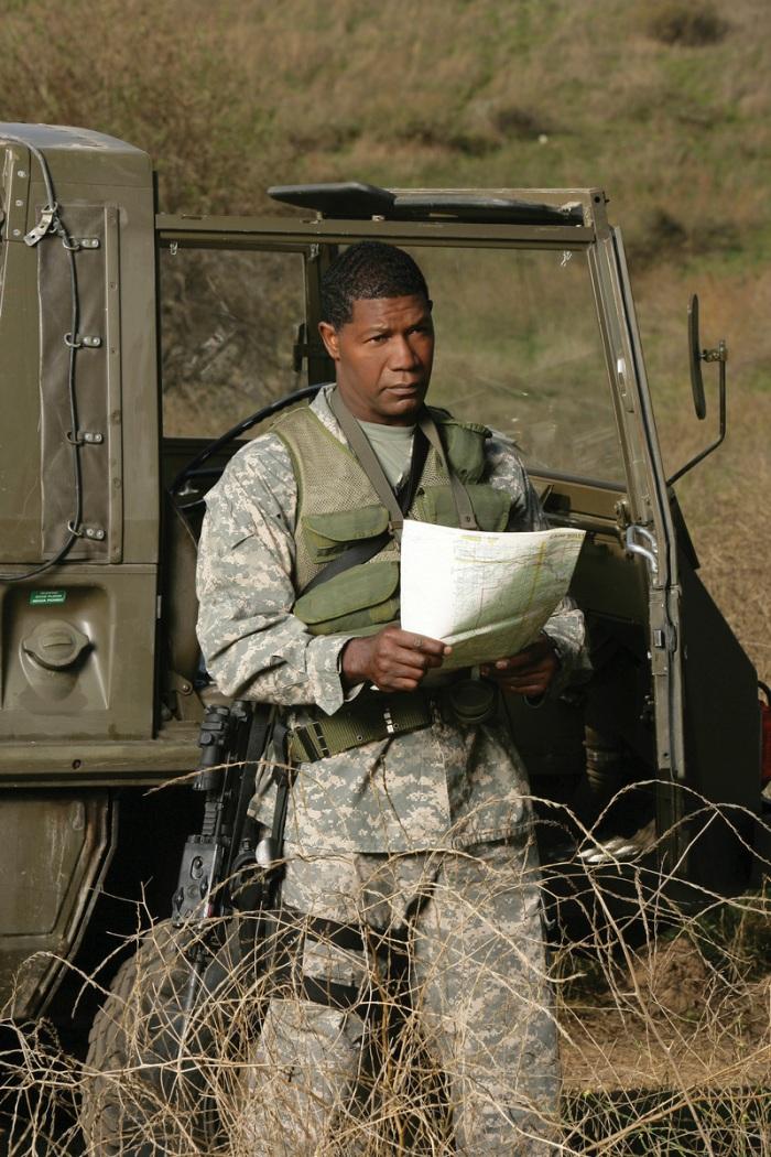 …ha pianificato strategie nella sua The Unit, trasudando autorità nella tuta mimetica di Sergente Blane.