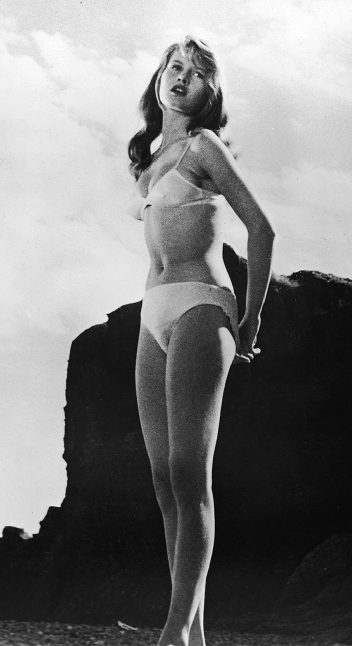 D'appetibile innocenza, Brigitte Bardot è Manina ragazza senza veli (1952)