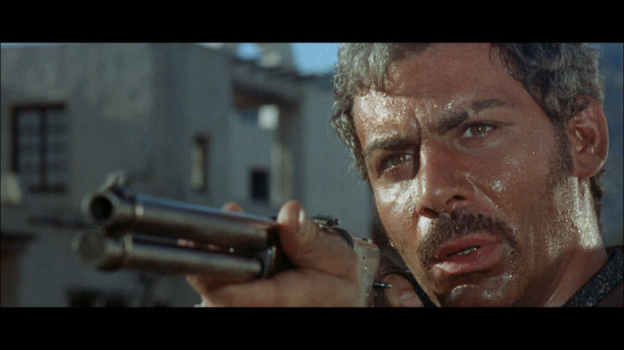 Gian Maria Volontè è Ramón Rojo: Capeggia la gang dei Rojos Brothers macinando il caricatore del Winchester contro Joe il Biondo Per un pugno di dollari ( uscì il 12 settembre 1964)