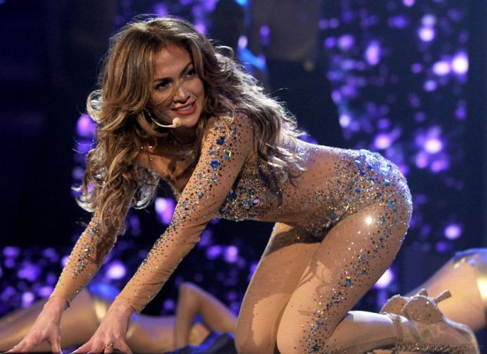 La crystal-suit effetto nude ai American Music Awards 2011