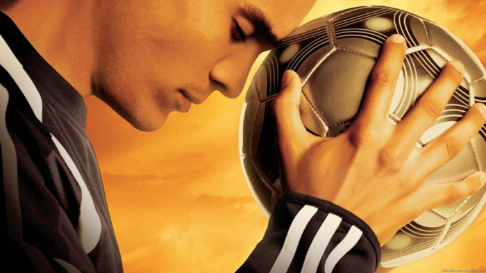 Kuno Becker alias Santiago Muñez è il giovane lavapiatti che si scopre asso del pallone diventando, così, la punta di diamante del Newcastle che gli fa guadagnare la qualifica nella UEFA Champions League in Goal! (2005)