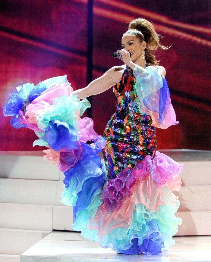 Tributa la leggendaria Celia Cruz nell'abito carioca sfoggiato ai AMA 2013