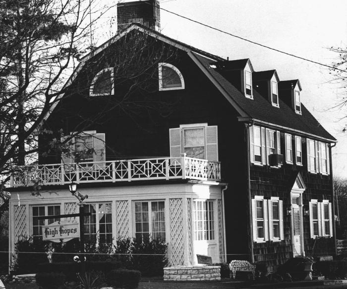 La 112 Ocean Avenue di Amityville, a Long Island, nel 1978 all'epoca della strage.
