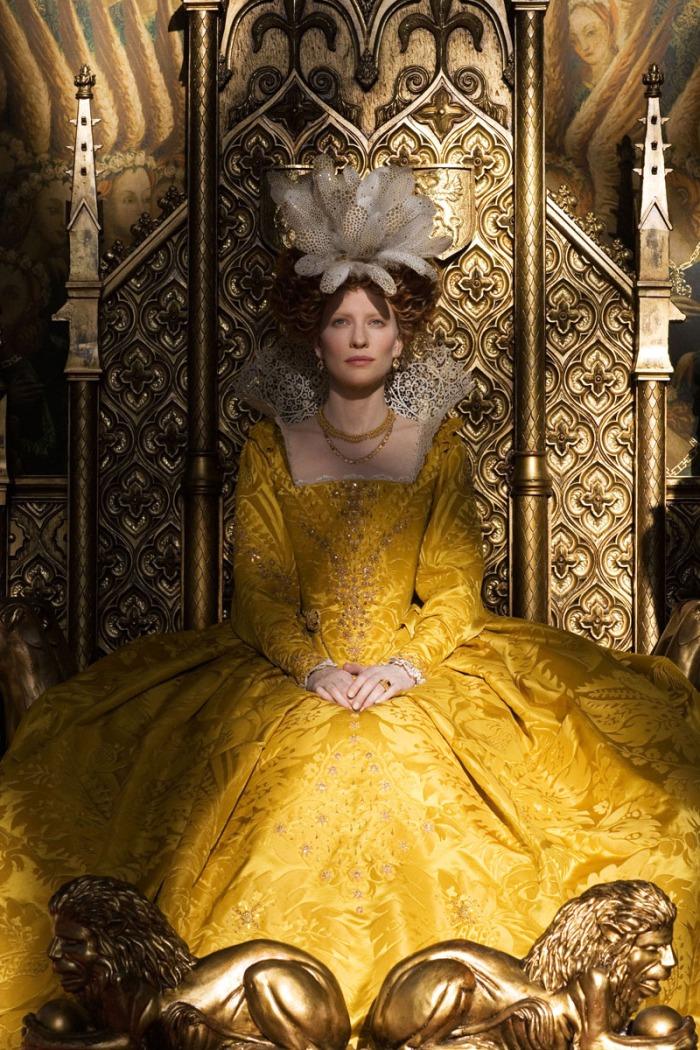 I fastosi drappi barocchi sfoggiati da Cate Blanchett in Elizabeth: The Golden Age (2007)