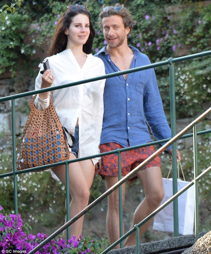 …Vive a New York ed è figlio di Franca Sozzani, guru di Vogue Italia.