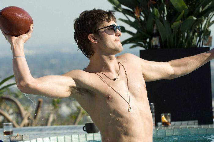 Ashton Kutcher irresistibile Toy Boy (2009) di alto bordo (vasca)