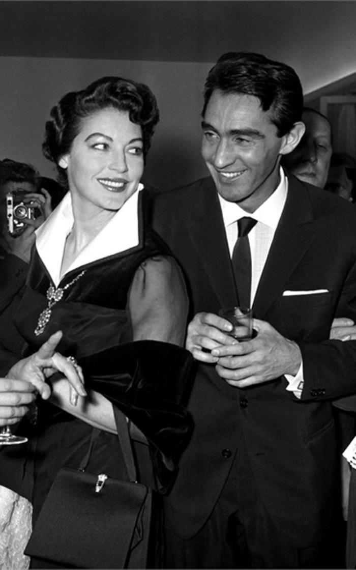 La femme fatale Ava Gardner e il latin lover Walter Chiari con il quale ebbe un chiacchieratissimo flirt durante le riprese de La Capannina.