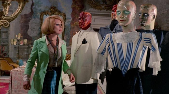 In Lisa e il diavolo (1973) il mefistofelico Telly Savalas succhia il lecca-lecca come palliativo per il fumo. Questa particolarità piacque così all'attore che l'adottò per il personaggio del tenente Kojak, l'anno successivo .
