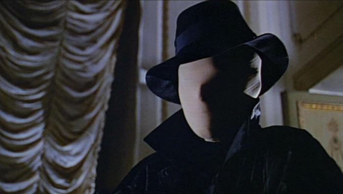 In Sei donne per l'assassino (1964) il femminicida d'atelier fu il primo killer del cinema col volto coperto. Si tratta del primo film slasher della storia.